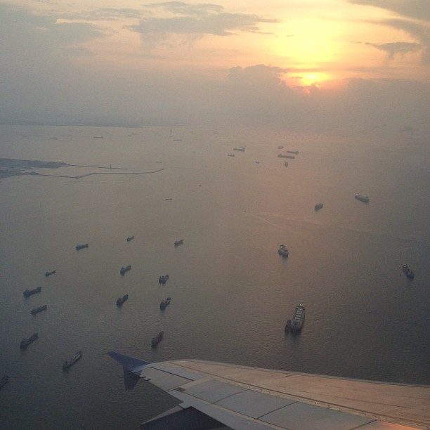 Sunrise earlier over the sea near @fansofchangi airport.