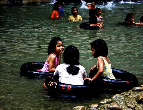 kids playing in the pool of the Sai Yok Noi waterfall