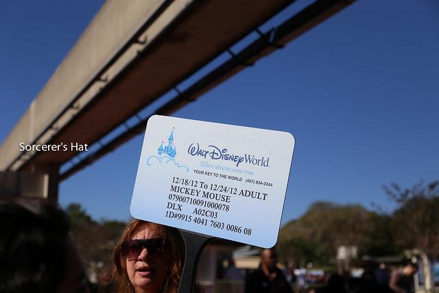 """ルームキーの名前が\""""Mickey Mouse\""""になってる!"""