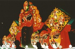 amusement ride(0.0), peking opera(1.0),