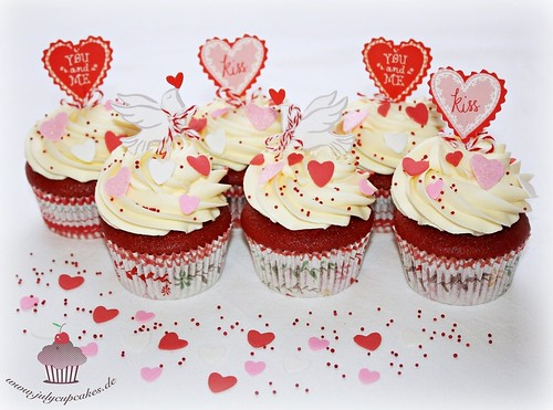 Red Velvet Cupcakes - Valentine's Day Cupcakes by Julycupcakes