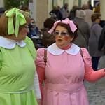 Señoras disfrazadas de Carnaval