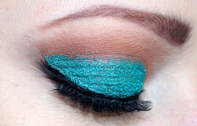 Turquoise glitter eyes