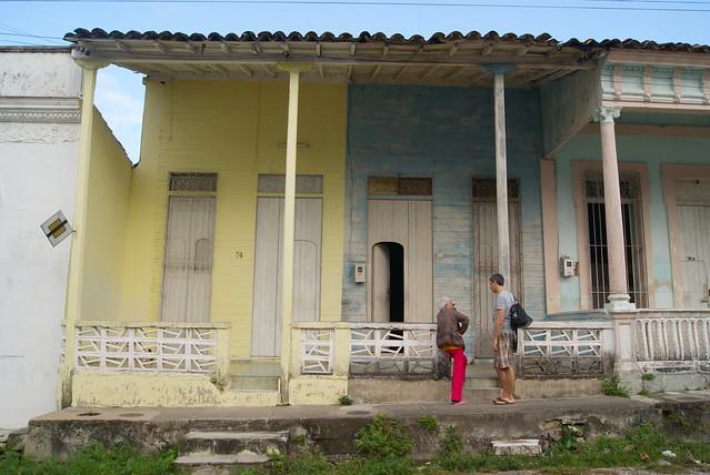 Viejas casas de madera con medio siglo sin arreglos en - Casas de madera santa clara ...