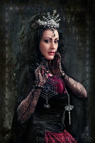 Queen's Web ~ Fracture
