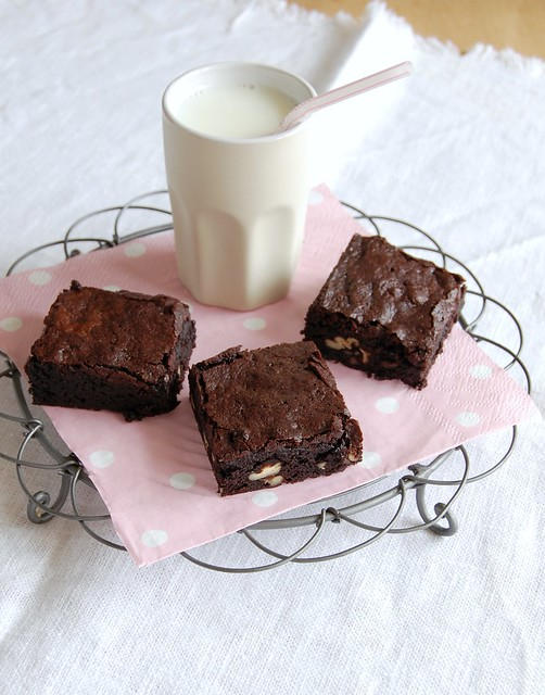 Cocoa brownies with brown butter and pecans / Brownies de cacau com manteiga queimada e pecãs