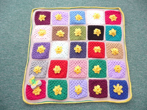 Such beautiful Granny Squares with Daffodils.