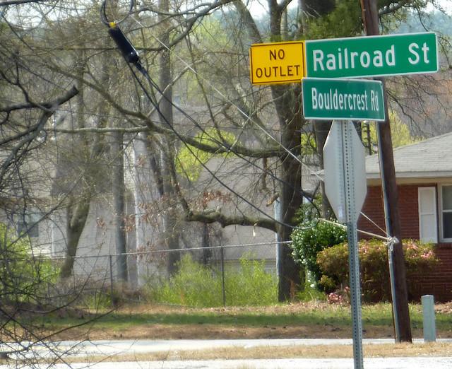 P1180406-2013-03-30-Ellenwood-Georgia-corner-of-Railroad-Street-and-Bouldecrest-Road