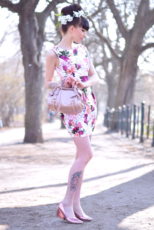Floral dress miu miu bag outfit 7