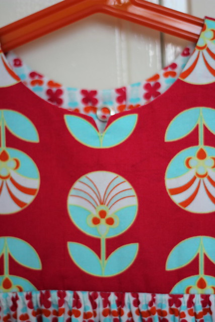 red retro geranium, collar detail
