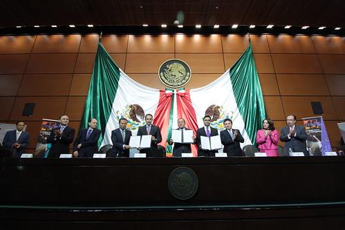 El día 23 de agosto del 2016 se llevó a cabo en la H. Cámara de Diputados la Entrega del Título de Concesión de Uso Público de Radiodifusión al Congreso General de los Estados Unidos Mexicanos.