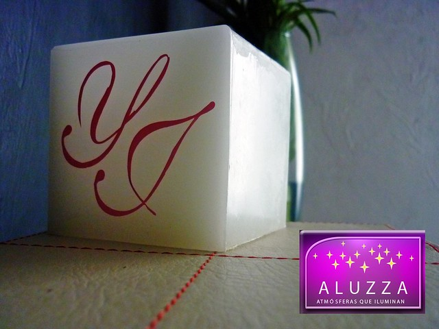 pantalla de cera personalizada con iniciales para centro de mesa de boda aluzza