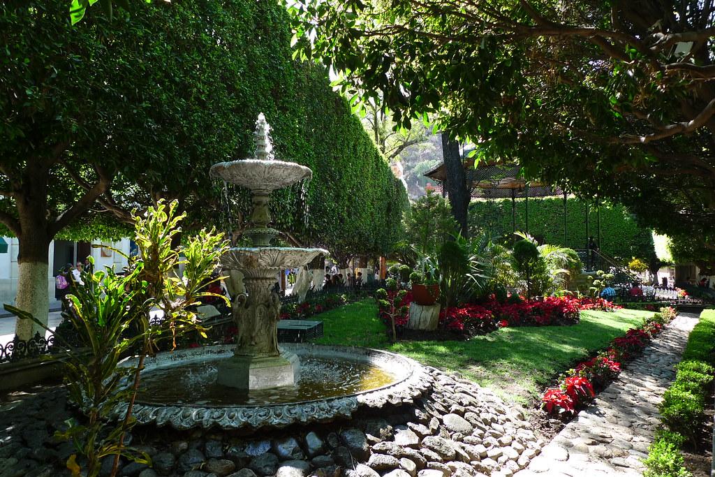 fountain jardin de la union guanajuato mexico a
