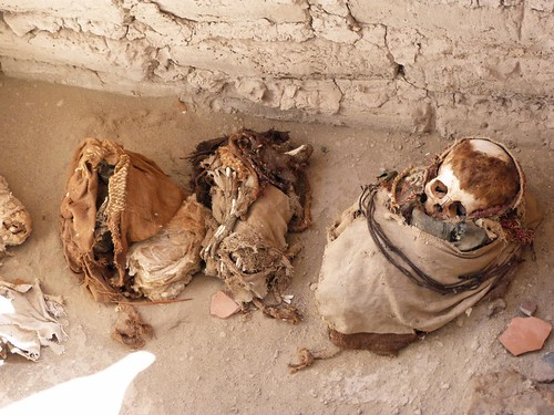 Foto de una tumba del Cementerio de Chauchilla (Perú)