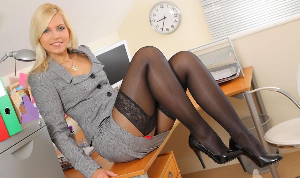seks-ofise-blondinka