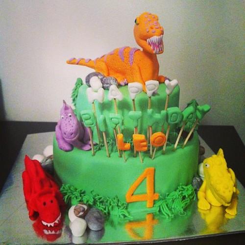 #dinasour #birthdaycake #sugarart #sugarpaste by l'atelier de ronitte