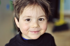 child, nose, face, hairstyle, portrait photography, skin, head, hair, close-up, person, portrait, boy, smile, eye, organ,