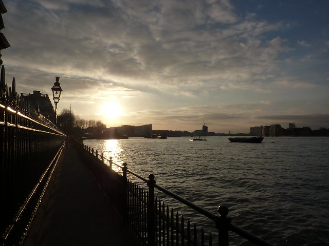Setting sun over the River Thames