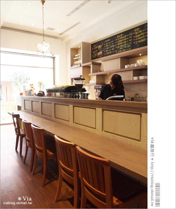 【台中咖啡廳】台中甜點推薦~小梗甜點咖啡!超好吃的季節&每日限定草莓千層!9