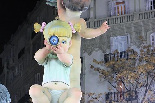 Baby with telescope_0487