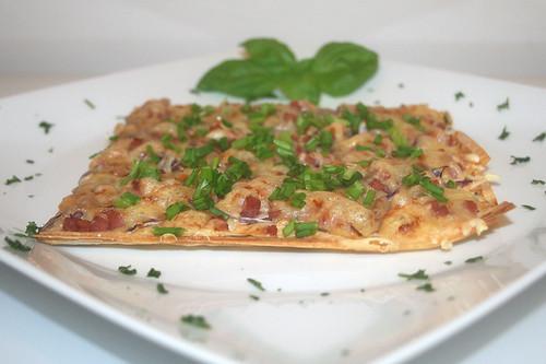 17 - Flammkuchen aus Filoteig / Tarte flambé with phyllo pastry - CloseUp