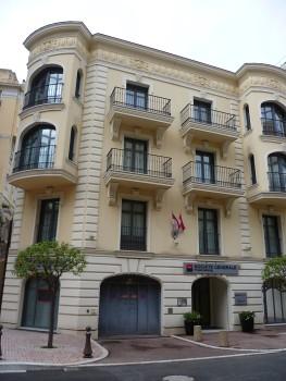 Sandrine Vallée expose ses dessins au point à la Société Générale Private Banking Monaco du 25 mars au 10 mai 2013