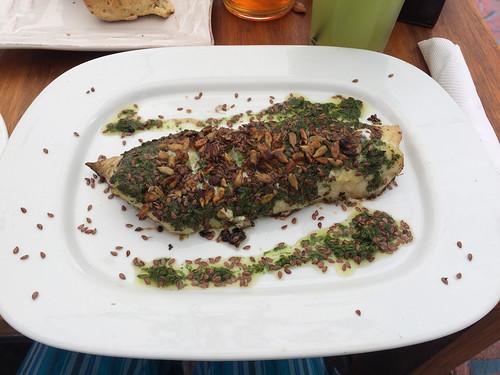 Montevideo: morue au four avec pignons de pin, graines de lin.