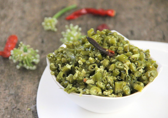 Ullithandu Thoran / Stir-fried Onion Greens