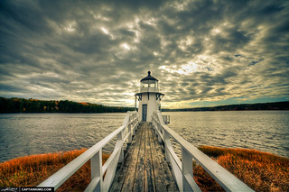 Doubling-Lighthouse-During-a-Gloomy-Day-in-Arrowsic-Maine