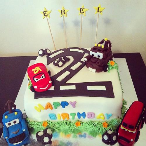 #cars2 #birthdaycake #mcqueen #mater #ivan #londonbus #sugarpaste #sekerhamurlupastalar by l'atelier de ronitte