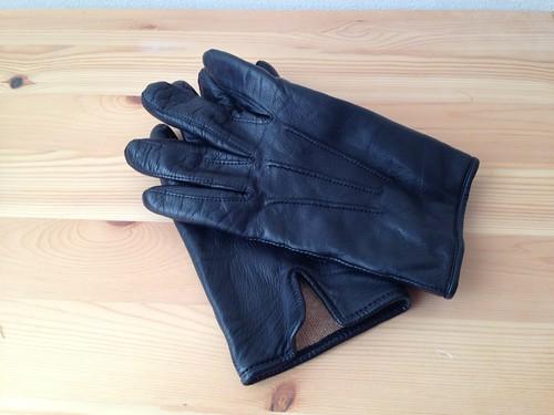 阪急メンズの黒革手袋