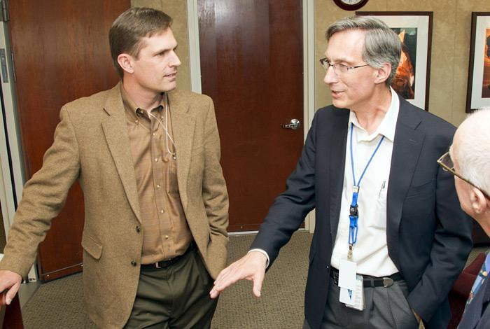 U.S. Senator Heinrich receives Lab briefing