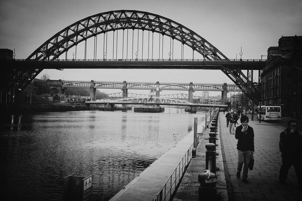 Takki auki ja tennarit jalassa Newcastlen kevääseen