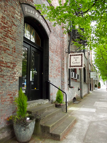 street in Portland's Pearl District (by: Rosa Say, creative commons)