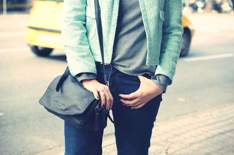 Look blazer azul + gorro gris - Monicositas 7