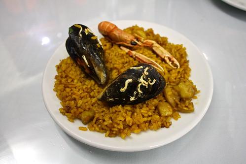 Paella de mariscos, Spain
