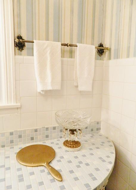 retro bathroom accessories