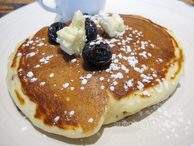 Brunch at forage/buttermilk pancakes, Valley blueberries, honey butter