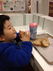 パンを食べる 2013/3/30