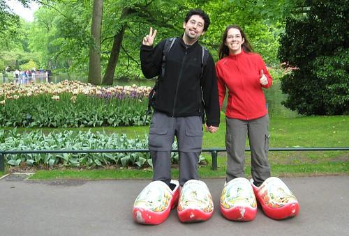 Daniduc e Carladuc em Keukenhof pagando mico