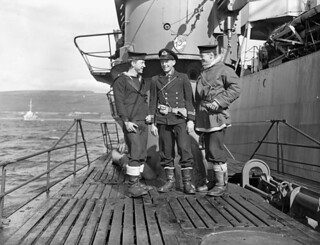 Members of a boarding party from HMCS Matane which accepted the surrender of a German submarine depot ship... / Membres d'une équipe d'arraisonnement du NCSM Matane ayant accepté la reddition d'un bâtiment base de sous marins allemands...