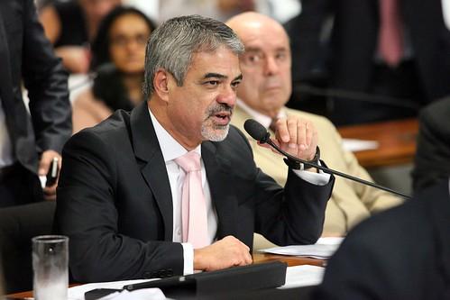 18/12/12 | Senador Humberto Costa PT/PE fala durante sessão na Comissão de Assuntos Econômicos. Foto: André Corrêa / Liderança do PT no Senado.