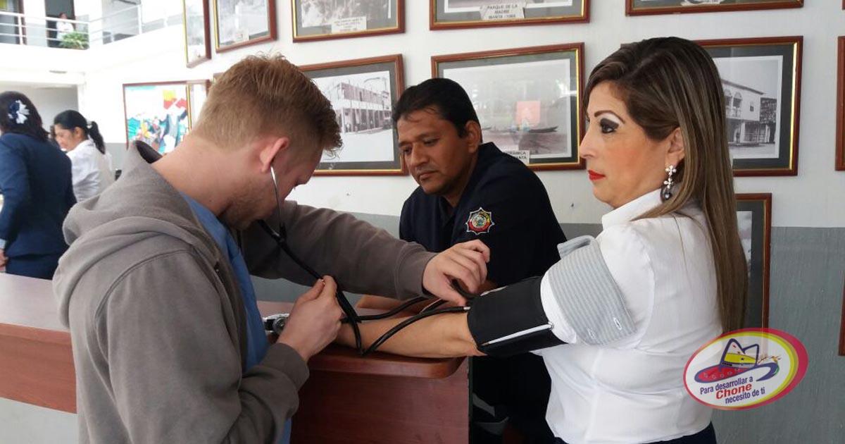 Laboratorios Lab Center y GAD Municipal realizan pruebas de presión arterial y glucosas gratis