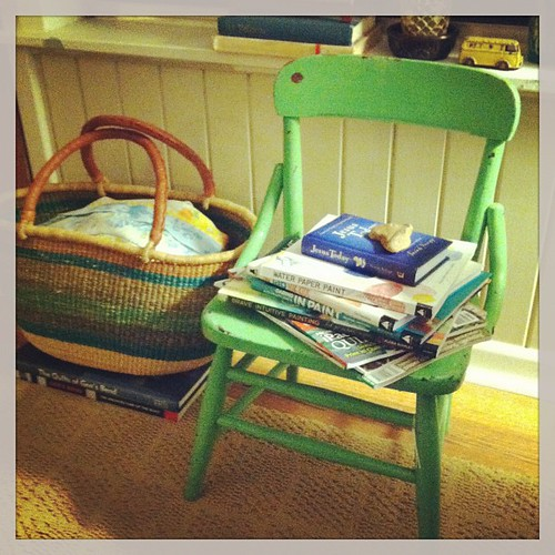 Baby chair ('40s) and African sewing basket + yummy books.