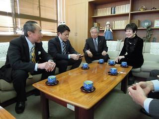 蕨市議会 保守系会派 新生会一同、須賀敬史県議と山東昭子 参議院議員