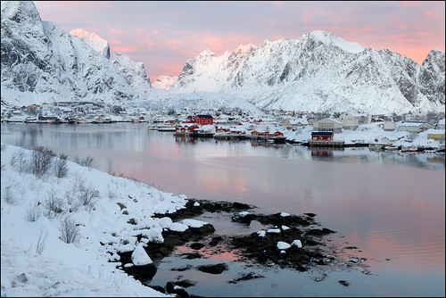 Reine at sunset by geospace