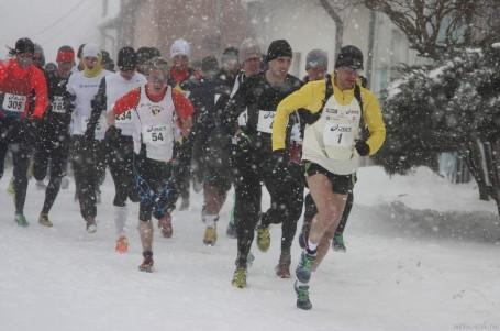 Sněhová nadílka změnila silniční Rohálovskou desítku v kros, zvítězili Burghardt a Pastorová