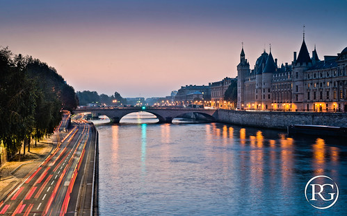 La Conciergerie à l'aube. PARIS