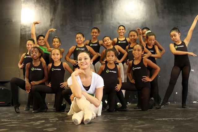 Roberta Marquez of The Royal Ballet at an Afroreggae workshop in Rio, Brazil © Luiz Guilherme Guerreiro, 2013