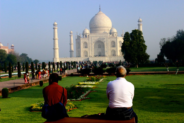 descriptive essay on tajmahal Taj mahal is built entirely of white marble its stunning architectural beauty is  beyond adequate description, particularly at dawn and sunset the taj seems to .